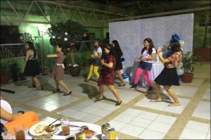 ダンスが得意なグループ。大したものです。リズムにちゃんと合っています。