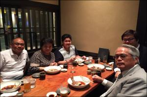 セミナー前夜の打ち合わせを兼ねた会食は梅田でした。ブリかまが大好物の長官です。
